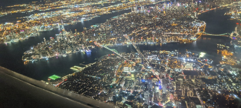Lower Manhattan and Brooklyn from the airplanewindow.